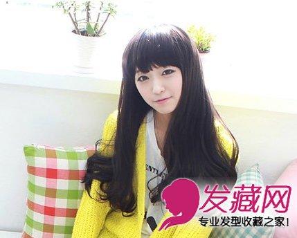 齐齐的刘海,红棕色的头发自然的披于两肩,散发出一种柔美的气质图片
