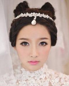 梦幻唯美的蕾丝婚纱  打造唯美梦幻新娘