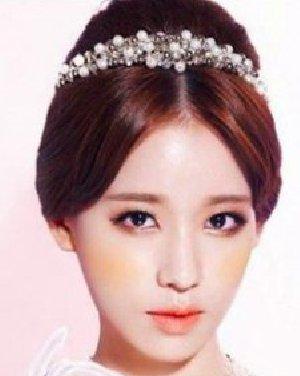 韩式高贵新娘发型  演绎赫本式复古造型