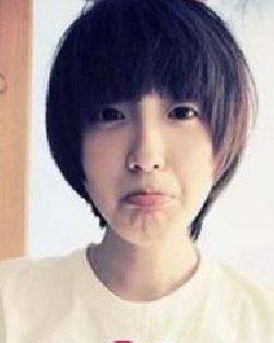刘海/简单齐刘海的蘑菇头短发发型 打造减龄完美发型