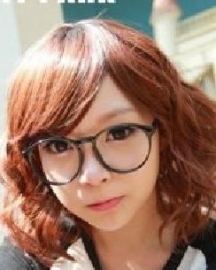 齐刘海的韩式短卷发发型 诚博娱乐官网的短发烫发发型