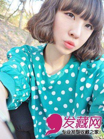 齐刘海的短发蛋卷头发型