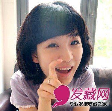 斜刘海的短发烫发发型,也是一款韩式的烫发发型,短卷发的设计让