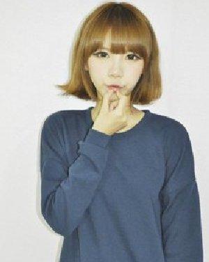 潮女范短发发型 金色的齐刘海短发发型