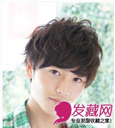 2013春夏最流行的男生发型-蓬松凌乱卷发齐刘海很有王子范男生发型