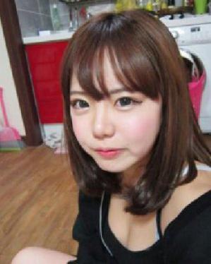 [查看发型.] 淑女梨花烫 齐齐的刘海收起女生的大饼脸.