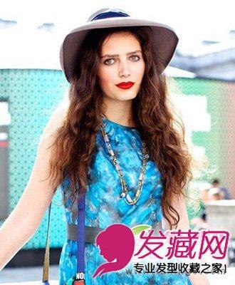 时尚发型 > 欧美时尚发型街拍 今夏做潮人(4)  导读:蓬松 长卷发 发型图片