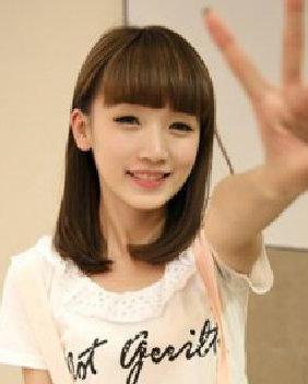 甜美减龄的齐刘海发型 简约轻熟
