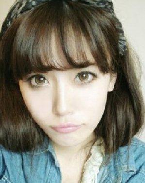 齐刘海蓬松中短发发型 最新款小清新短发发型