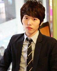 夏季最新韩式男生烫发 经典的男士纹理烫发