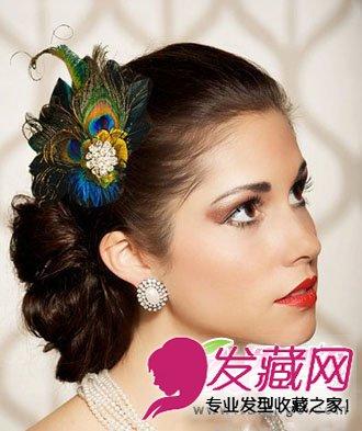 复古的新娘盘发看起来复杂而精致,孔雀羽毛新娘发饰为整款新娘发型起图片