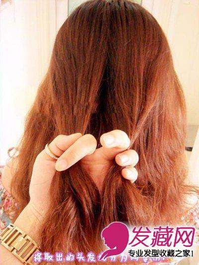 夏季长发怎么扎 简单鱼骨辫编发教程(4)