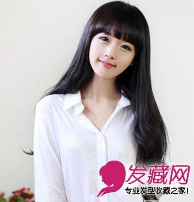 蒋欣示范胖圆脸显瘦发型      刘海的长 卷发发型,超长的卷发绝对是圆