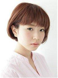 齐刘海短发发型 潮流短发时尚又增高
