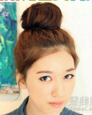 日系丸子头扎法图解; 无刘海中短发丸子头扎发;; 超简单花苞头扎法图片