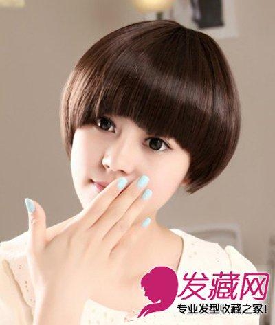 齐刘海学生头造型,修剪的略带半圆弧度的齐刘海既能修饰脸型,又能衬托明亮的双眸。发尾微微内扣,尽显清纯可爱的学生妹形象。