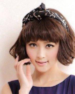 蓬松丰盈的女生短发一直是夏季的专属造型,在简单短发中加入染发,烫发