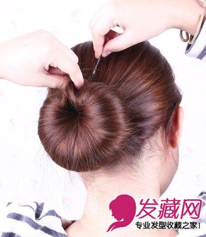 心形编发 编发发型的甜美度 →韩式编发公主头发型 清甜扎发萌妹必学