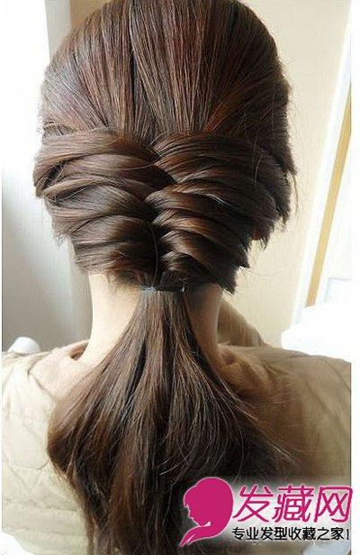 > 鱼骨辫的编法图解 打造今夏潮流发型(7)  导读:编到脖子处,用黑色皮
