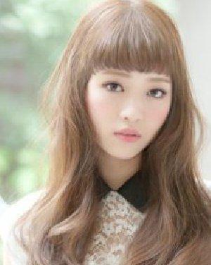 可爱少女气息的女生卷发发型