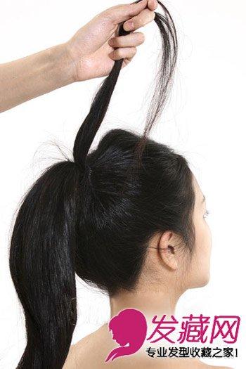 发型网 发型diy 编发教程 > 淑女盘发教程图解 让发型的整体线条更加