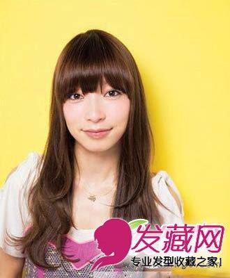 青春烫发发型 梨花头长发发型看起来非常的漂(4)