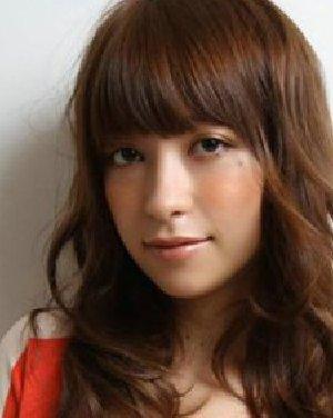 侧面丸子发型素颜照片