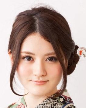 发型精选专题 > 男士圆脸发型设计   侧分长刘海帖服的斜搭在额头设计