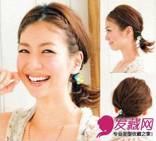 清新刘海扎发   悦目指数:   扎发步骤:   Step1:将刘海中分,左侧刘海取出三束头发编三股辫,并不停并入下面的头发,编至耳后用发带固定。   Step2:右偏重复左侧同样编发步骤。   Step3:将剩下的头发并入编好的两个辫子在左耳旁用可爱的发带固定。
