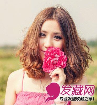 梨花头发型,中分刘海修长且带着优雅的弧度; 圆脸适合的中分发型的
