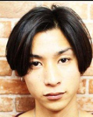 中分刘海的男生波波头发型