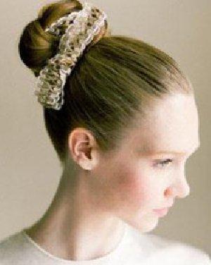 花苞头怎样更好看 精致甜美气质花苞头发型添色彩