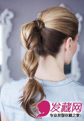 发型网 女生发型 女生马尾发型 > 长长的卷发扎法图解 长发这样扎最