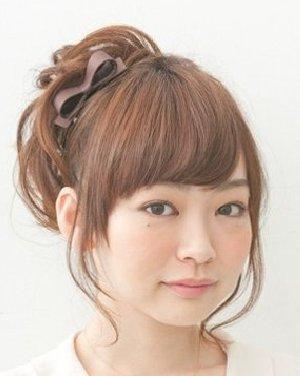 简单的斜分厚重刘海遮盖 学生白领时尚最爱