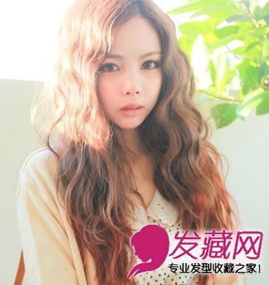 随性披肩的长发女生卷发发型啊,散发出浓郁的浪漫唯美气息,层次