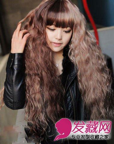 韩式卷发修饰娃娃脸型 超可爱的浅咖色长卷发发型(3)