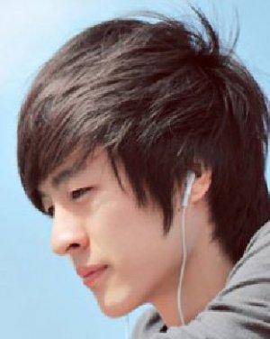 男生齐刘海短发发型 韩式男生烫发发型