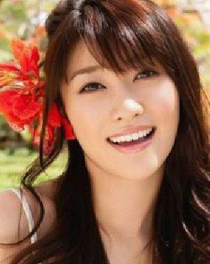 秋日女生浪漫中长发 韩式卷发发型设计