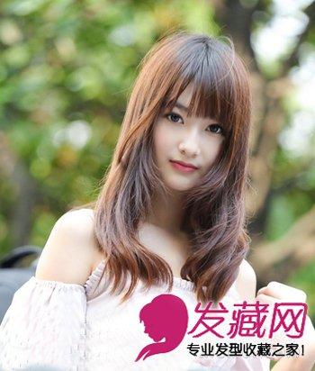 最新韩国美女街拍发型 侧分刘海修饰mm脸型 →浅棕色的中短款卷发