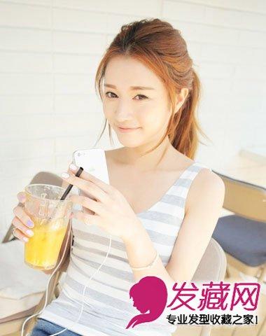 韩系女学生高马尾辫,清爽阳光,没有恼人的刘海,几缕发丝搭在脸庞图片