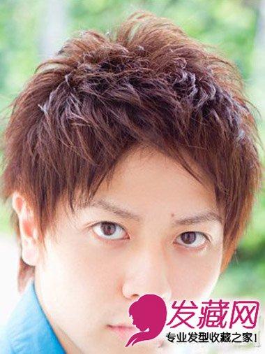 男生短发烫发发型图片设计 改良版蓬松锅盖头发型(一)图片