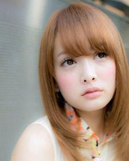 娃娃脸女生适合发型 中长发甜美最流行