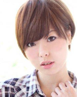 菱形脸适合什么发型 中分刘海烫出唯美发型(2)图片