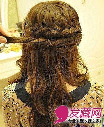 step1:首先将头发上方编成花环式编发.