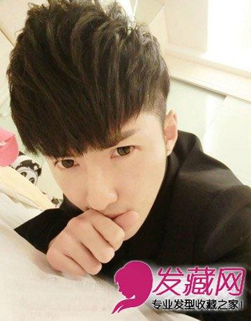 青春帅气男生短发 充满韩式的烫发发型图片