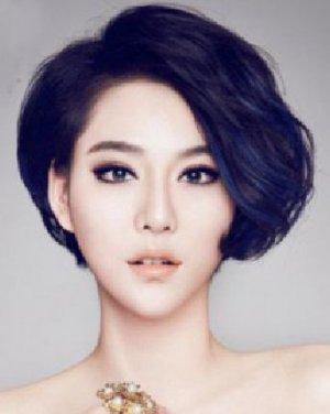 刘海/帅气的女生短发发型 碎碎的刘海清爽个性