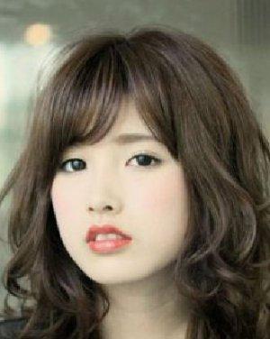 方脸适合发型图片 侧分的中长发发型