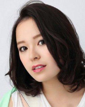 气质的中分长直发发型 圆脸女生适合的瘦脸发型(8)图片