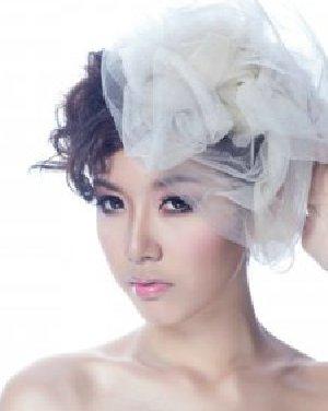 2015韩式新娘盘发 蓬松的卷发简约盘起