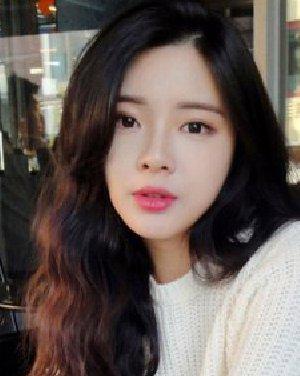 发型网 流行发型 烫发发型  可爱萌软妹纸最爱斜刘海长卷发 时尚气质